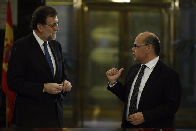Rajoy con el secretario general de Coalición Canaria, José Miguel Barragán