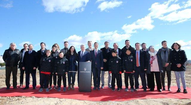 El Atlético coloca la primera piedra de la nueva sede de su Academia en Alcalá