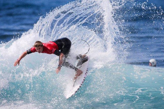 El surfista español Rubén Vitoria