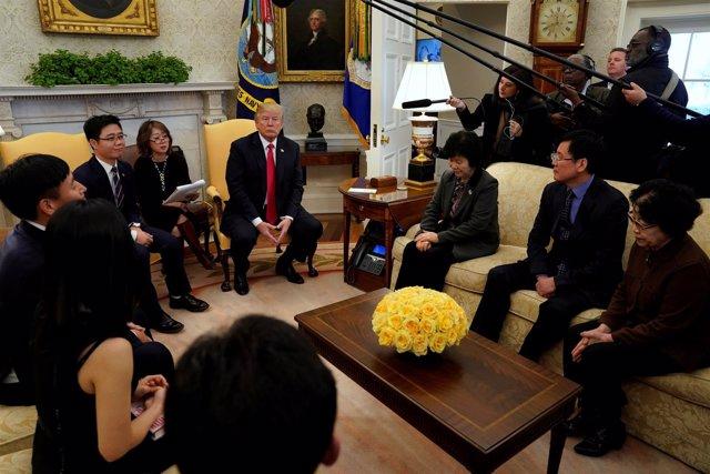 El presidente de EEUU, Donald Trump, se reúne con desertores norcoreanos.
