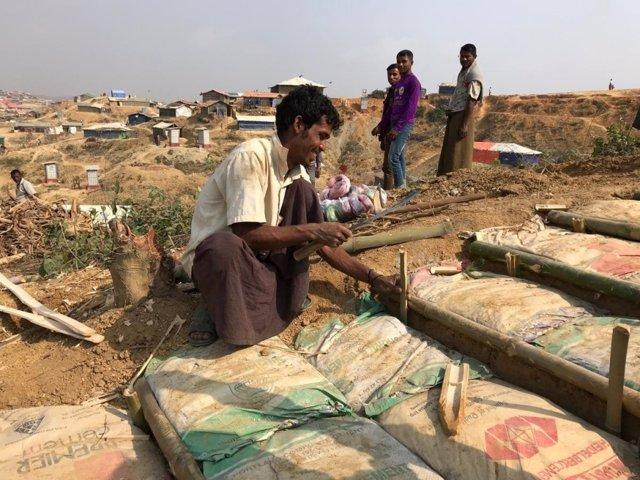 Refuerzo de campamento refugiados rohingya