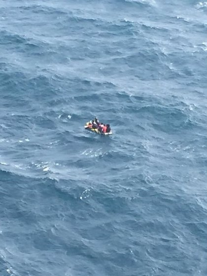 Trasladadas a Algeciras nueve personas rescatadas de una patera