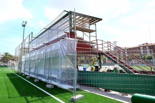 Gradas campo de fútbol. Santander. Obras. Instalaciones deportivas