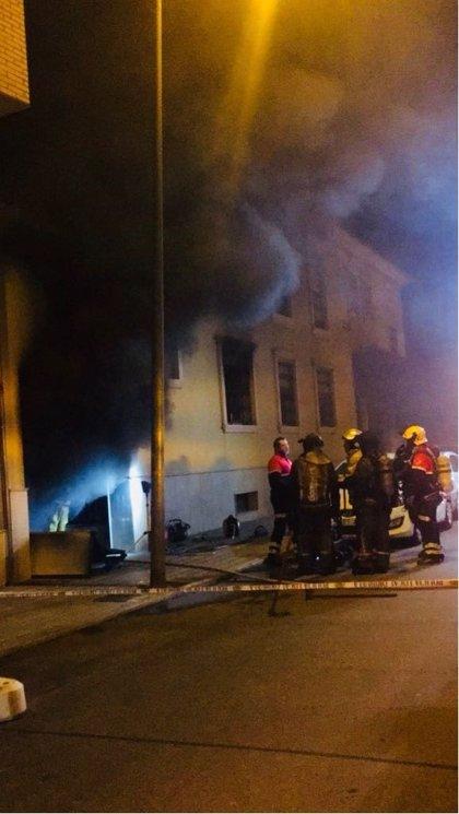 Un incendio calcina un sótano en Orihuela y afecta a dos plantas, sin heridos ni evacuados