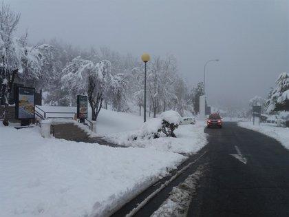 La nieve mantiene con cadenas 18 puertos de la red secundaria asturiana