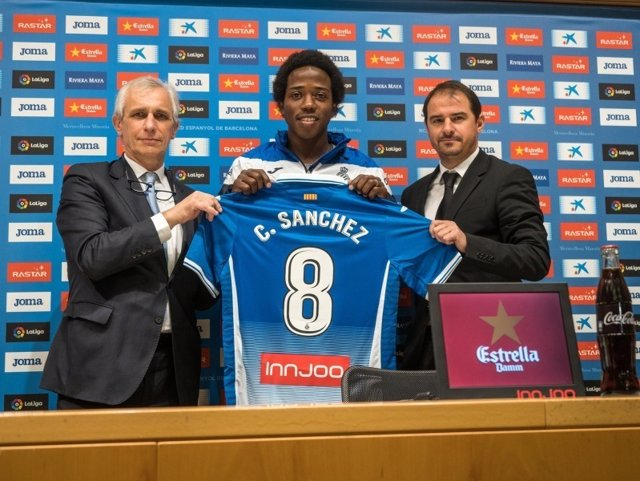 El nuevo jugador del RCD Espanyol Carlos Sánchez