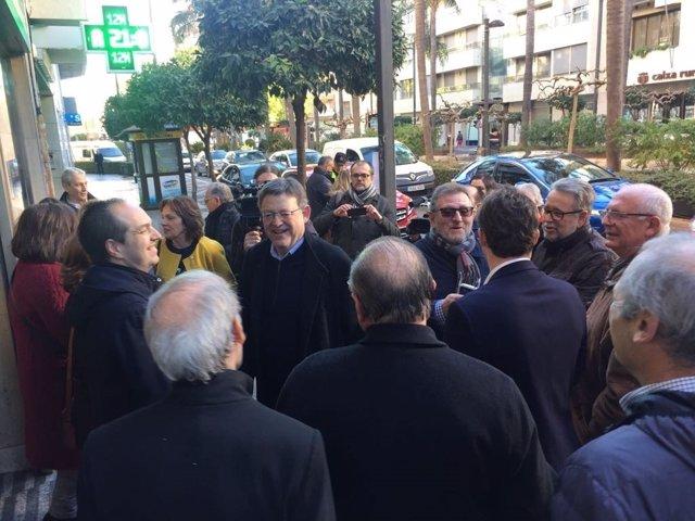 El líder del PSPV comparte un almuerzo con militantes
