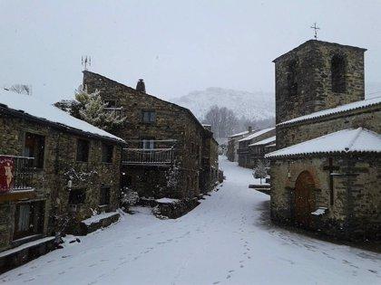 Aviso naranja por nevadas este domingo en el Pirineo oscense y en parte de la provincia de Teruel