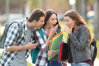Cotilleos y burlas en adolescentes, cómo prevenirlos