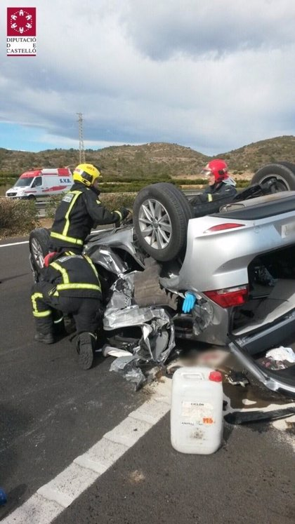 Muere una joven tras volcar el coche en el que iba con su pareja y su hijo de 13 meses