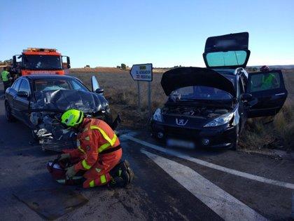 Heridos una mujer, una chica y un menor al chocar dos coches en Venta del Moro (Valencia)