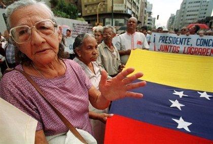 """Foro apoya a los pensionistas venezolanos y pide al Gobierno de Maduro que """"abone de una vez"""" las prestaciones"""