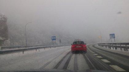 La nieve, el frío y el oleaje pondrán a Asturias en aviso este domingo