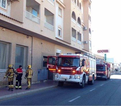Dos mujeres y un bebé, atendidos por inhalación de  humo en dos incendios en Torrevieja y Catral