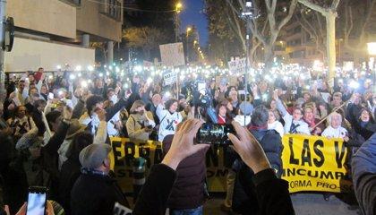 Cerca de 2.000 personas se manifiestan frente a la Delegación del Gobierno en favor del soterramiento