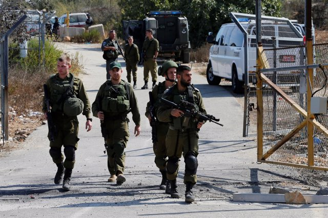 Militares israelíes cerca del lugar de un ataque en Cisjordania