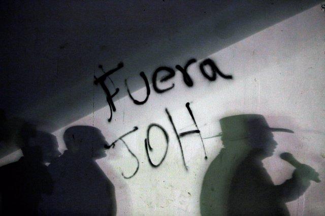Former President Manuel Zelaya (R) speaks during a demonstration against the re-