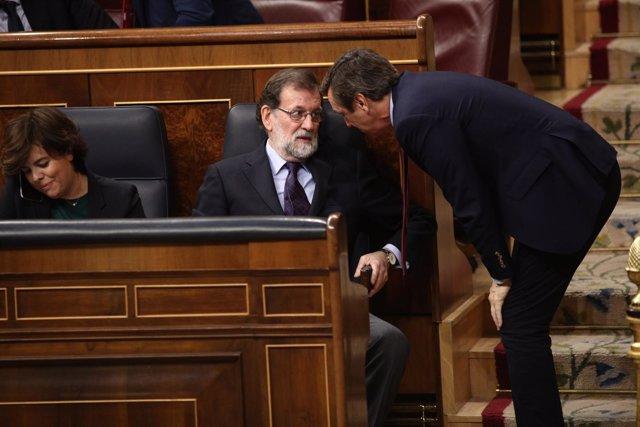 Rajoy y Rafael Hernando hablan en el Congreso