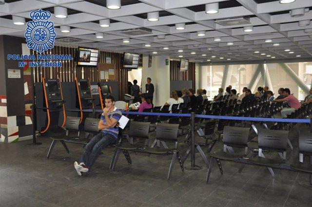 El psoe denuncia que el tiempo de espera para hacerse el dni supera ya el mes en media espa a - Oficinas renovacion dni barcelona ...