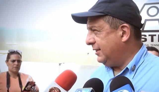 Presidente Costa Rica se traga a una avispa