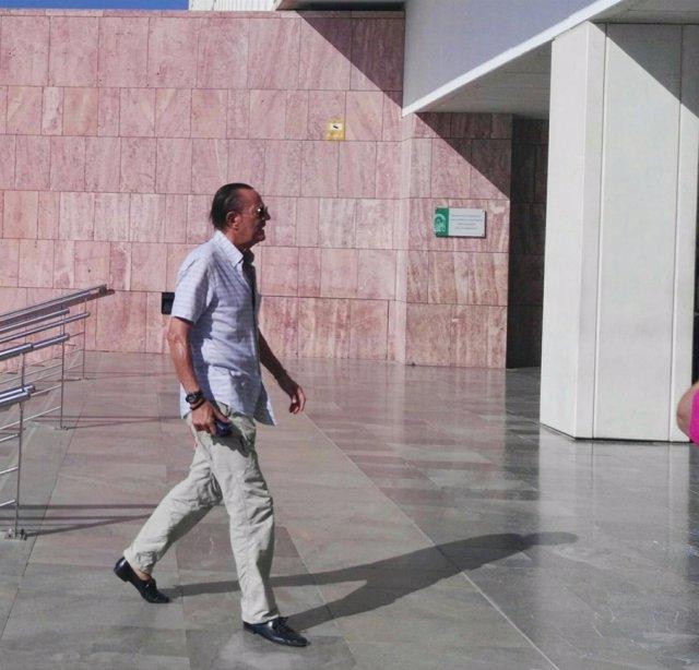 Julián Muñoz, exalcalde de Marbella, entrando en los juzgados