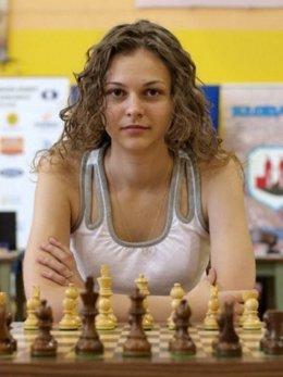 La ajedrecista en una competición