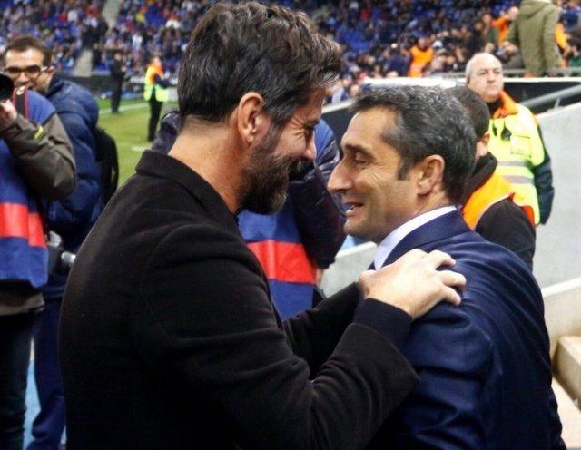 Ernesto Valverde y Quique Sánchez Flores se saludan