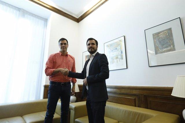 Pedro Sánchez y Alberto Garzón se reúnen en el Congreso