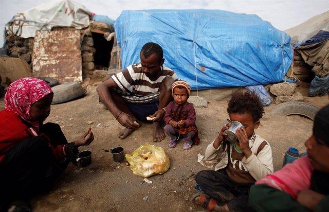 Una familia víctima del conflicto en Yemen