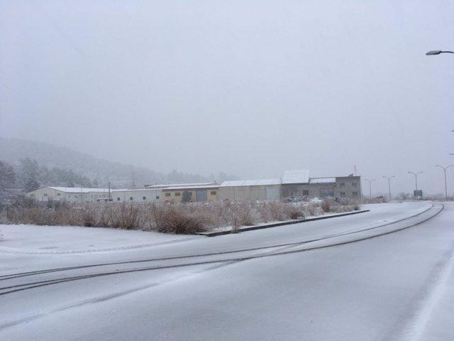 Nieve este martes en la carretera a la altura de Valderrobres (Teruel)