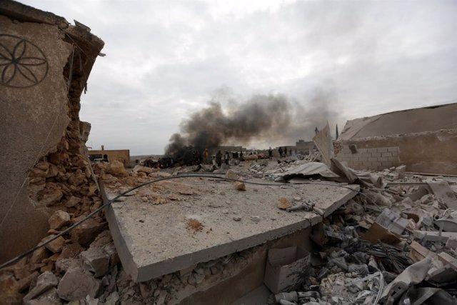Daños tras la explosión de un coche bomba en Siria