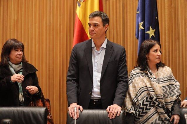 Pedro Sánchez, Micaela Navarro y Adriana Lastra en la reunión del Grupo del PSOE