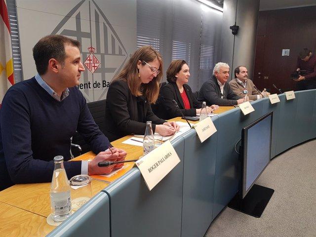 Roger Pallarols, Janet Sanz, Ada Colau, Joan Guitart y Jordi Giró