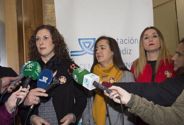 La diputada provincial Isabel Moya y la escritora Nuria Varela