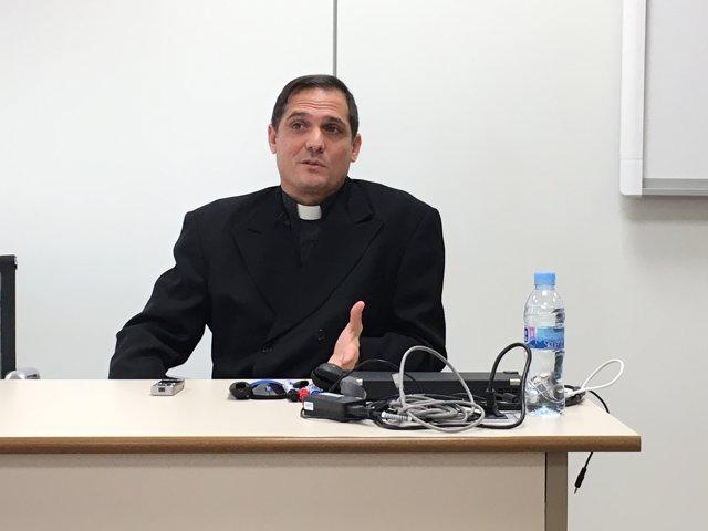 El padre Castor José Álvarez de Devesa, pastor del Modelo de Camagüey (Cuba)