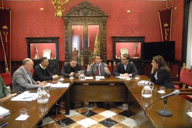 Reunión con hosteleros en el Ayuntamiento de Granada