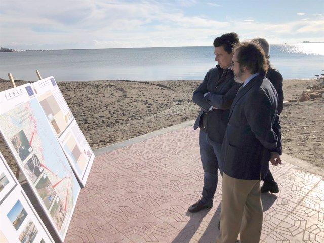 Rivera y el alcalde de San Javier observan el diseño de las rampas