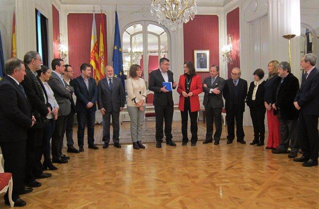 La presidenta del CJC entrega a las Corts la memoria de 2016