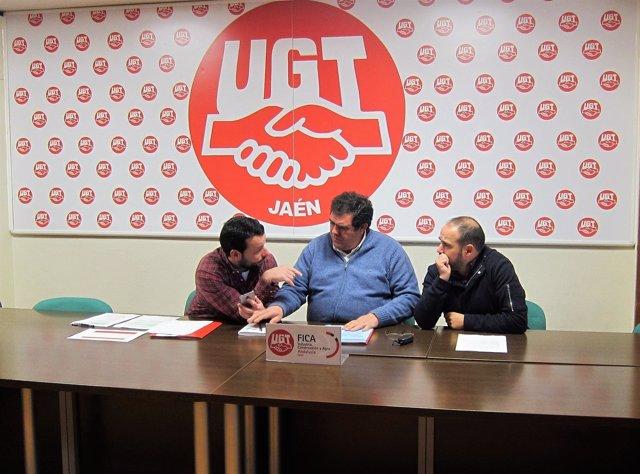 Manuel Jiménez (c), junto a responsables de FICA-UGT en Jaén.