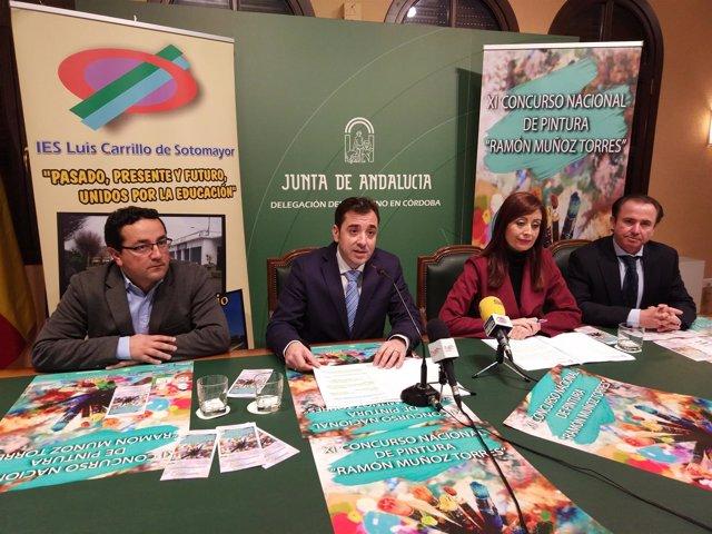 López (centro) y Cañete, durante la presentación