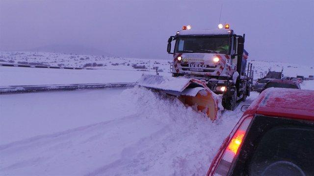 Máquinas quitanieve, temporal, nieve, frío