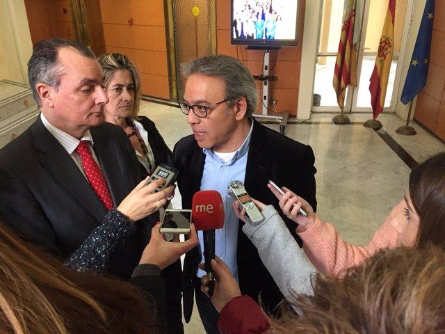 Salvador Navarro y Manolo Mata atienden a los medios de comunicación