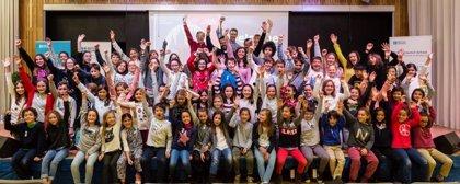El British Council y Carlos Jean estrenan la canción 'Dare to help' contra la violencia infantil, compuesta por niños