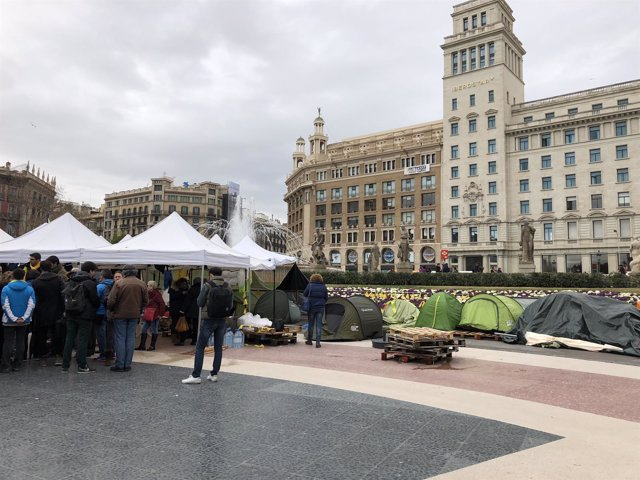Acampada independentista en plaza Catalunya