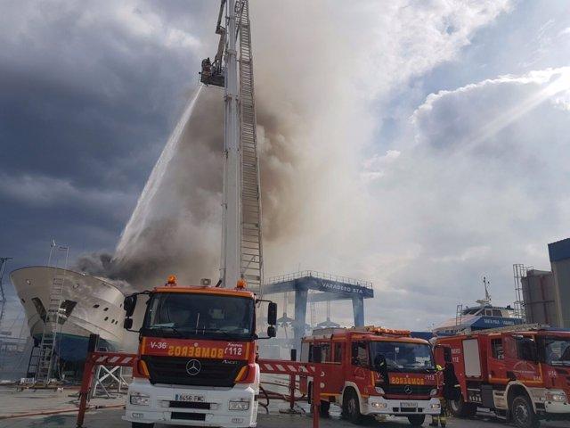 Tres dotaciones de bomberos trabajan en la zona