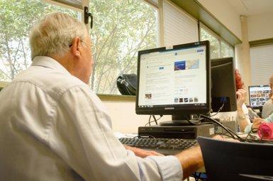 El 80% dels espanyols es connecta almenys una vegada a la setmana a Internet, segons Red.es (EUROPA PRESS)