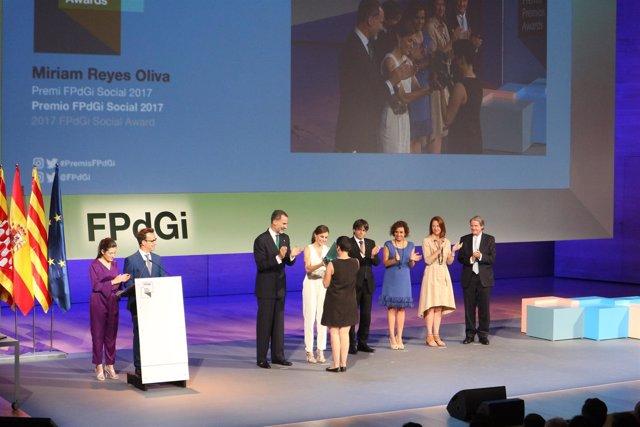 El Rey, C.Puigdemont y M.Madrenas en los Premios FPdGi 2017 en Girona