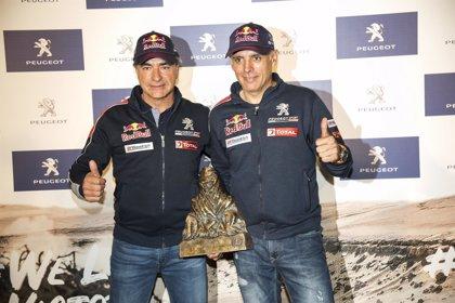 La Real Casa de Correos acoge una exposición sobre la victoria de Carlos Sainz en el Dakar
