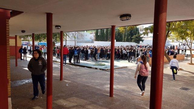 Protesta estudiantil en el IES Bajo Guadalquivir