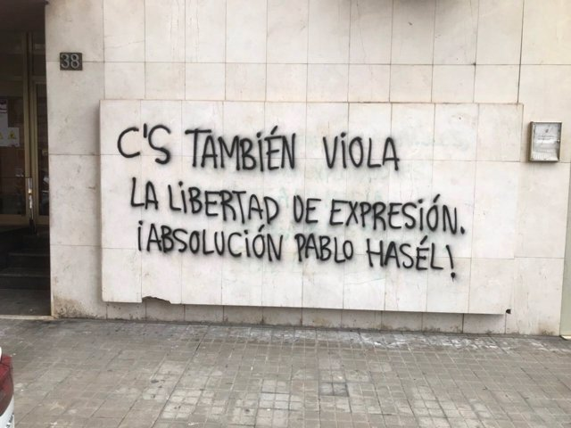 Pintada que ha aparecido en la sede de Ciudadanos en Lleida